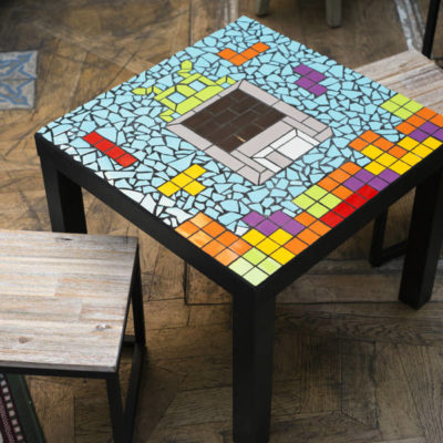 "Table ""Geek"" Tetris Space Invaders disquette - 55x55cm - Faïence (carrelage)"